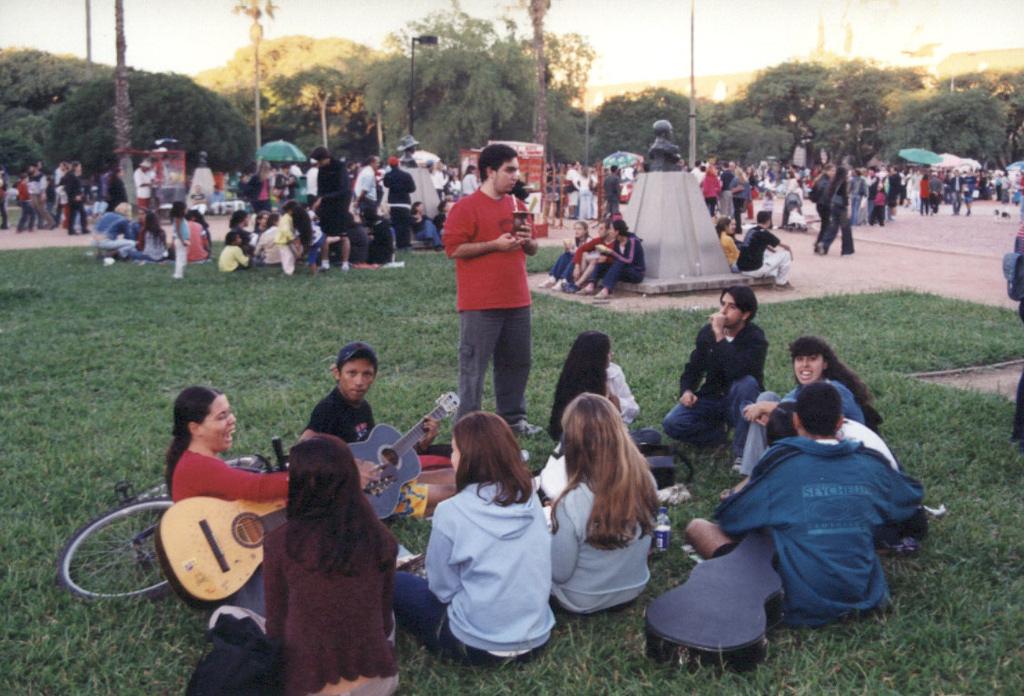 Num domingo, nada como um chimarrão com os amigos na Redenção, em Porto Alegre.